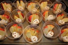 Thanksgiving snack cups for kids. Sub something else for the marshmallow... strawberry, small tomato?