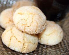 Amaretti recette italienne -Les Amaretti sont un trésor gourmand Italien il en existe deux versions les durs et les moelleux