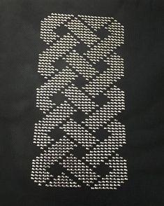 ♍ desenli, gümüş rengi işlemeli siyah tel kırma  gece çanta modeli 👏🌙 👛 . . 👉 Sipariş alınır 👉 Fiyat bilgisi için ---> DM . . #tel… Diy And Crafts, Bargello, Pattern, Instagram, Herbs, Frases, Punto De Cruz, Dots, Style