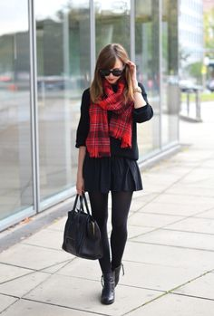 Barbora Ondrackova is wearing a red plaid scarf with fringing from H&M