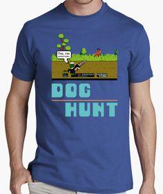 Tras mas de 30 años llega la revancha! #doghunt #duckhunt #nes #retrogaming #tshirt #camiseta Hunting Dogs, Video Games, Mens Tops, T Shirt, T Shirts, Men, Videogames, Tee, Video Game