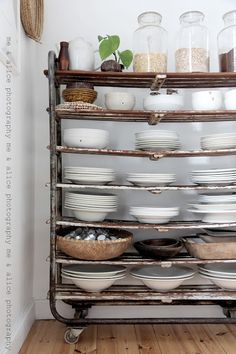 Vintage Cart.. Looks a little wobbly but I like the idea... Maybe if you could strengthen the shelves...