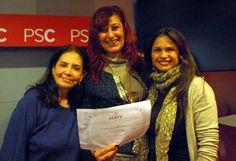 La Secretaria de Ciudadanía y Diversidad Erika Torregrossa posa junto a las participantes al seminario taller Técnicas para Manejarse Eficientemente con los Medios de Comunicación en la sede del PSC en octubre de 2013.