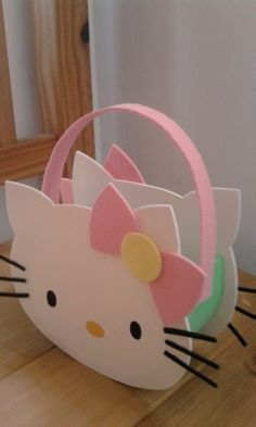 Foamy Hello Kitty Padty Bag Inspiration *No instructions available. Foam Crafts, Diy And Crafts, Crafts For Kids, Paper Crafts, Mickey Mouse Parties, Mickey Mouse Birthday, Toy Story Birthday, Toy Story Party, Hello Kitty Crafts
