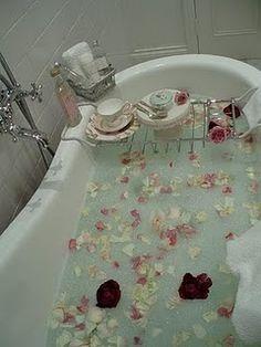 a very romantic setting ....  shabbychicireland.blogspot.com
