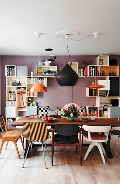 Lovely home in Copenhagen. Proof that three lights are better than one. Love the mauve, lavender wall, mismatched chairs, and smart modular storage. Dining Room Inspiration, Interior Inspiration, Casa Mix, New Yorker Loft, Woven Dining Chairs, Dining Table, Mismatched Chairs, Sweet Home, Interior Minimalista
