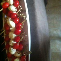 Mini tomatos and mussarela basil