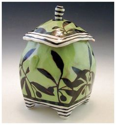 Green Jar no. 7 by nancyand burt - Nancy Gardner ceramics. I like the glaze design Ceramic Boxes, Ceramic Jars, Ceramic Clay, Ceramic Pottery, Pottery Art, Clay Box, Creta, Hand Built Pottery, Pottery Designs