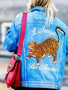 Fashion BloggerinCeline Aargaardtrug zur Kopenhagen Fashion Week eine bestickte Jeansjacke im Oversize-Style von Gucci.