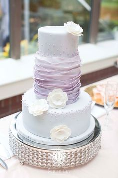 Wedding cake idea; Featured Photographer: Denise Lin Photography