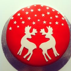 Kerst taart Christmas Birthday Cake, Christmas Sweets, Christmas Cooking, Christmas Goodies, Christmas Time, Christmas Crafts, Christmas Cake Designs, Christmas Cake Decorations, Holiday Cakes