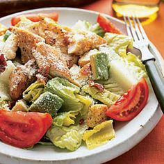 Transform a basic side salad into the main dish with this hearty version of a restaurant classic, which piles the plate high with lettuce, chicken tenders, bacon, tomatoes and avocado. 500 Calories Or Less Meals, 500 Calorie Meals, Cooking Avocado, Cooking Recipes, Healthy Recipes, Healthy Meals, Chicken Caesar Salad, Fresh Fruits And Vegetables, Side Salad