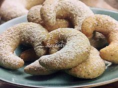 ☕ Tento jednoduchý top recept na bezlepkové rohlíčky určite stojí za vyzkoušení. Můžete si vybrat i z dalších v kategorii vánoční cukroví. Postup je jednoduchý: Smícháme si mouku, cukr, ořechy, povolené máslo a vypracujeme hladké těsto, které dáme odpočinout do lednice asi na hodinu.  Poté uděláme váleček, ze kterého... Bagel, Doughnut, Low Carb, Gluten Free, Bread, Baking, Desserts, Foodies, Fitness