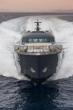 Pershing Yacht
