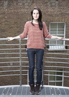Michelle Dockery wearing baggy sweater + skinny jeans + hi top sneakers. I heart her.