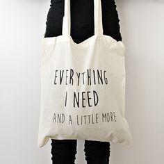 Katoenen tas met de tekst: Everything I need (and a little more)