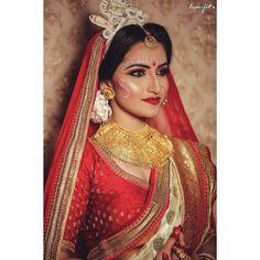 Gorgeous Bridal Gold Necklace Designs For A Modern Bride-To-Be! Bengali Bridal Makeup, Bengali Wedding, Bengali Bride, Bridal Makeup Looks, Bridal Looks, Indian Makeup, Bride Makeup, Saree Wedding, Wedding Makeup
