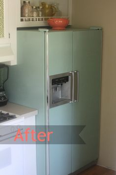 Such a gorgeous way to take an outdated fridge and make it a beautiful retro fridge! Furniture Makeover, Home Furniture, Painting Appliances, Painted Fridge, Diy Painting, Home Projects, Home Kitchens, Home Remodeling, Decoration