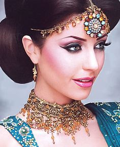 Latest Stylish Bridal Makeup Tips for Girls.In this article we will talk about you modern wedding makeup tips for girls wedding.Bridal Makeup Tips. Bridal Makeup Tips, Bridal Makeup Looks, Indian Bridal Makeup, Asian Bridal, Bridal Looks, Wedding Makeup, Pakistani Bridal Jewelry, Indian Wedding Jewelry, Bridal Jewellery