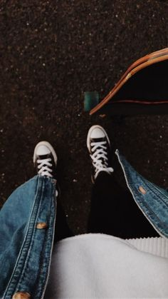 ⇉aesthetic converse outfit (+skate) ◡̈ Converse Photography, Grunge Photography, Tumblr Photography, Aesthetic Photo, Aesthetic Pictures, Skater Girls, Mode Hijab, Skateboards, Look Cool