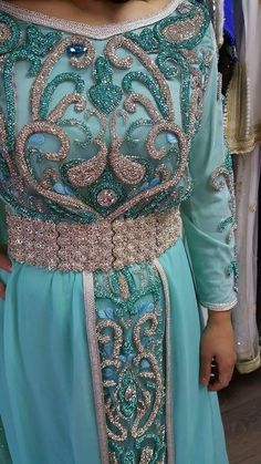 Moroccan Dress, Embroidered Clothes, Beaded Embroidery, Bling Bling, Jasmine, Designers, Sequins, Leaves, Couture