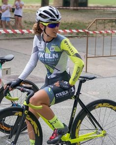 The Effective Pictures We Offer You About Cycling Women benefits A quality picture can tell you many Bicycle Workout, Bicycle Race, Bicycle Girl, Cycling Girls, Cycle Chic, Sporty Girls, Biker Girl, Cycling Outfit, Madame