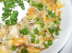 White Chicken Chili - sounds like the perfect dinner for tonight Chili Recipes, Soup Recipes, Chicken Recipes, Taco Chicken, Mexican Chicken, White Chicken Chili, White Chili, Healthy Chicken, Soup And Salad
