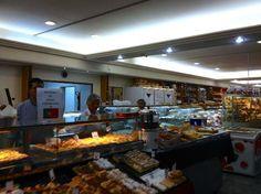 Padaria La Ville - Uma das mais tradicionais padarias de Alphaville, tem lanches próprios que viraram hits de vendas!  Além disso, um café-da-manhã completo, almoço e rodízio de pizzas!  Vale a pena uma passada para um cafezinho ou para uma boa refeição!