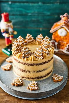 Gingerbread cake with Cinnamon Mascarpone Cream Frosting 》》Mézeskalácstorta Xmas Food, Christmas Sweets, Christmas Baking, Mini Christmas Cakes, Sweet Recipes, Cake Recipes, Dessert Recipes, Gingerbread Cake, Cake Shop