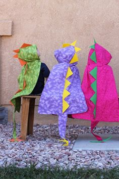 Costume idea for S.) Dino Cape with Hood - Dinosaur Costume - By MaukyJo. via Etsy. Sewing For Kids, Diy For Kids, Crafts For Kids, Arts And Crafts, Sewing Crafts, Sewing Projects, Craft Projects, Diy Crafts, Dinosaur Party