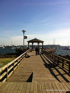 Pérgola  muelle de madera sobre el puerto de Punta del Este - Uruguay