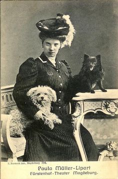 PAULA MULLER-LIPART w bichon n POMERANIAN dogs MAGDEBURG theater photo postcard