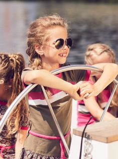 Girls dress with wide skirt Round Sunglasses, Sunglasses Women, Girls Dresses, Spring Summer, Drop, Skirts, Outfits, Fashion, Moda