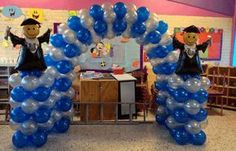 graduacion con globos - Buscar con Google Graduation Cards Handmade, Graduation Celebration, Graduation Party Decor, School Decorations, Grad Parties, Balloon Decorations, Graduation Gifts, Balloon Columns, Bricolage