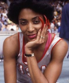 Known more commonly as Flo Jo, Florence Griffith-Joyner was an American track and field athlete. Regarded as one of the fastest runners of all time, she still holds the world record for the 100 and 200 metre sprints, both set in Flo Jo, Black Love, Beautiful Black Women, Florence Griffith Joyner, Black Girl Magic, Black Girls, Vintage Black Glamour, Black Girl Aesthetic, Before Us