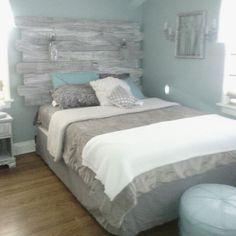 23 Rustic Bedroom Headboard Ideas For Unique Bedroom Design – toptrendpin. Stylish Bedroom, Cozy Bedroom, Girl Bedroom Designs, Bedroom Ideas, Mint Bedroom Decor, Design Bedroom, Bedroom Vintage, Rustic Teen Bedroom, Rustic Bedrooms