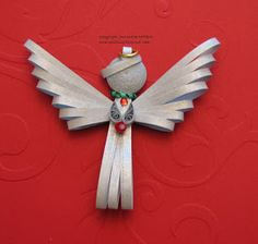 Lovely quilled Christmas Angel... this is an ornament that is hung on a card to give as a gift!  Pinned from Antonella's http://quilling.blogspot.com/2011/01/free-quilled-angel-pattern.html Quilling, Art and Expression