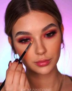 makeup to eyeshadow makeup for brown eyes eyeshadow makeup urban decay makeup tutorial mac eyeshadow makeup eyeshadow makeup on dark skin makeup tutorial natural makeup glasses Prom Eye Makeup, Makeup Eye Looks, Eye Makeup Steps, Cute Makeup, Glam Makeup, Gorgeous Makeup, Simple Makeup, Easy Makeup, Basic Makeup Kit