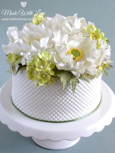 Would make a lovely cake for Mother's Day - small cake, embossed side and colours adapted to suit.