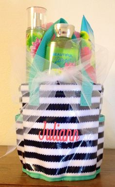 Thirty-One Gifts does it again with another perfect wedding or bridesmaids gift.  Fill the Round About Shower Caddy $25 with delicious smelling bath and shower products!  Join the FB fun! https://www.facebook.com/groups/SarasThreeOne/