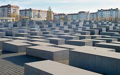 Mémorial de l'Holocauste, Berlin. http://www.lonelyplanet.fr/article/visiter-berlin-sans-se-ruiner #mémorial #holocauste #shoah #Berlin #allemagne #voyage #bonsplans