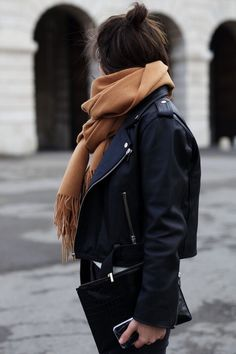 STYLE: How to Create a French Autumn & Winter Capsule Wardrobe… – daisychain daydreams… Source by rakifeder winter fashion Street Style Outfits, Looks Street Style, Looks Style, Black Outfits, Preppy Outfits, Boho Outfits, Vintage Outfits, Look Fashion, Girl Fashion