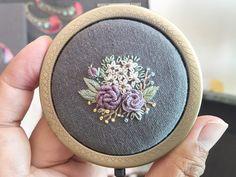 No photo description available. Bullion Embroidery, Baby Embroidery, Silk Ribbon Embroidery, Cross Stitch Embroidery, Embroidery Patterns, Fiber Art Jewelry, Textile Jewelry, Cross Stitch Rose, Handmade Bags