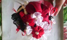 Cintillo con tocado rojo,  Negro y blanco