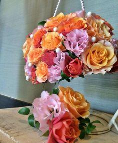 秋色オレンジバラと女性らしくピンクのバックブーケ