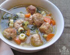 Een heerlijke kom groentesoep, wat is er nu lekkerder? Als het kwik daalt is er niets lekkerders dan een stevige soep om lijf en leden te verwarmen. Als je 's avonds thuiskomt uit de koude lucht wacht er een dampende kom soep op je!  Hmm.. Wij lusten het wel! Weet je nog hoe je moeder of oma vroe