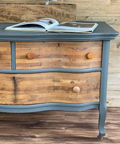 This Gray & Wood Dresser Makeover was an easy project that brought an old dresser back to life for a fraction of the cost of a brand new dresser. #diyproject #dressermakeover #diydresser #paintfurniture Diy Furniture Projects, Paint Furniture, Handmade Furniture, Easy Projects, Furniture Makeover, Chair Makeover, Dining Table Makeover, Oak Dining Table, Dining Chairs