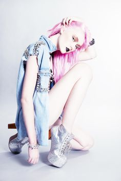 Katriena Emmanuel makes her debut on Ben Trovato with her wonderful editorial Jeans Catchers, featuring Izzy Faith.