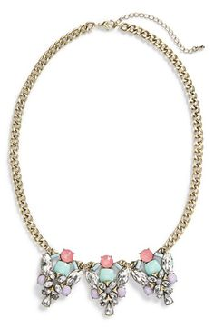 Loving the mix of coral crystals and mint stones on this statement necklace.