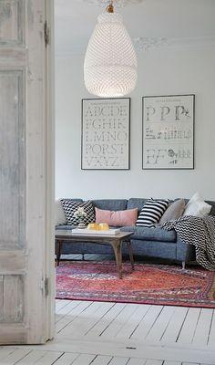 Alfombras persas, granates y muy clásicas dentro casas modernas, ¿os imagináis la mezcla?